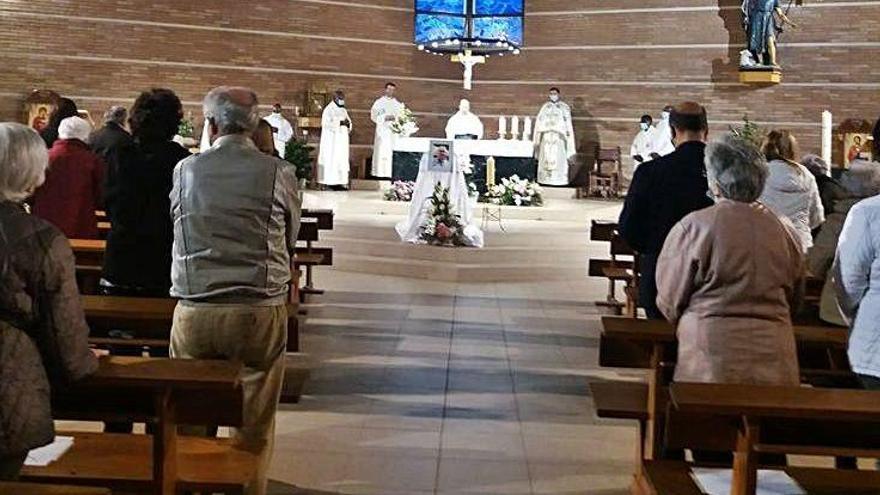 Sant Joan dedica una emotiva cerimònia a mossèn Serra