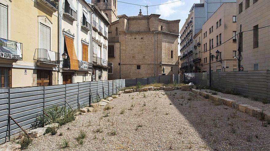 Un concurso de ideas decidirá el futuro del solar de las Corts con restos romanos