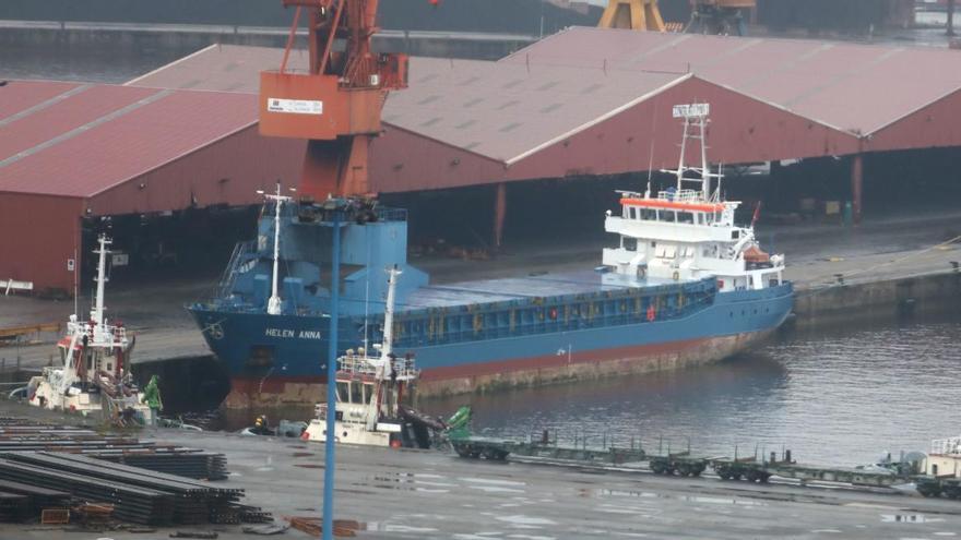 Los estibadores que descargaron el buque confinado en El Musel y los otros cinco tripulantes dan negativo