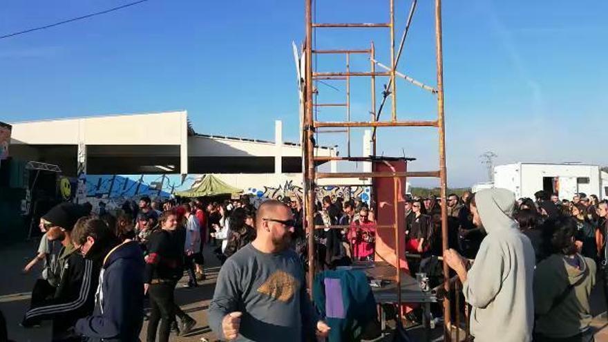 Masiva 'rave' ilegal en una planta de purines cerrada de Sant Mateu