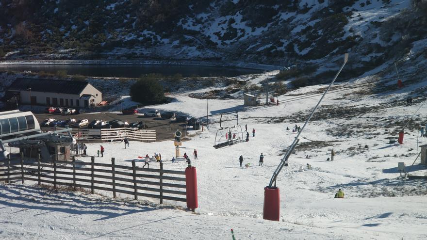 """Mallada reclama la apertura de las estaciones de esquí asturianas: """"Ya están listas"""""""