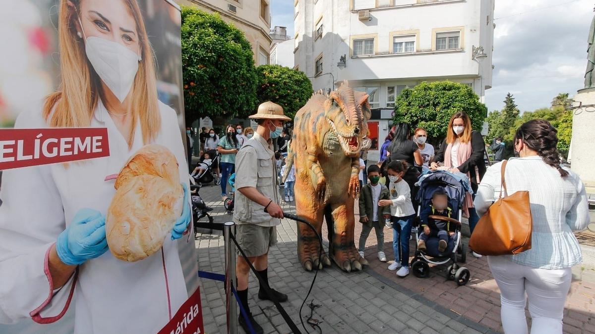 Actividades infantiles para dinamizar el comercio, en la Puerta de la Villa.