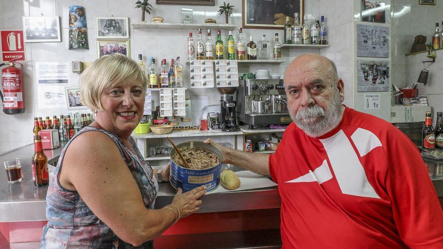 El covid-19 adelanta el cierre del mítico bar Villalobos de Elche