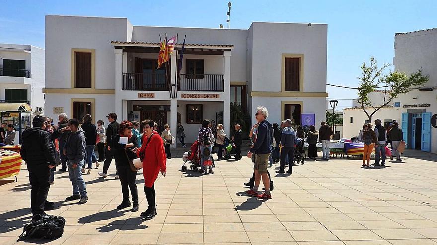 Rosas, libros, conciertos y actividades infantiles por Sant Jordi en Formentera