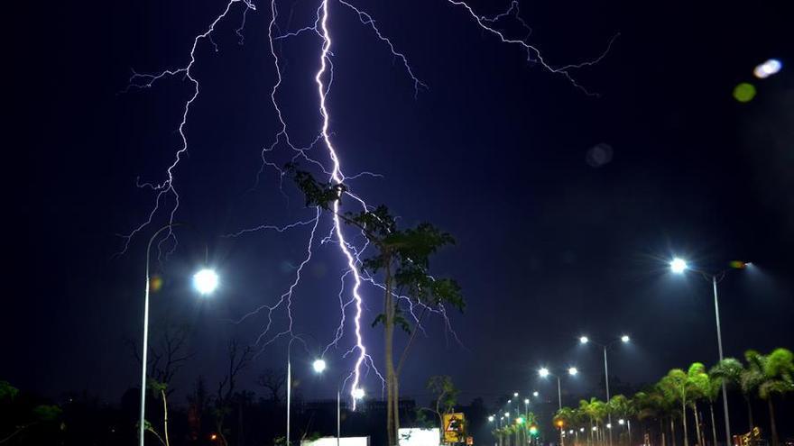 La AEMET contabiliza más de 800 rayos este martes en Extremadura