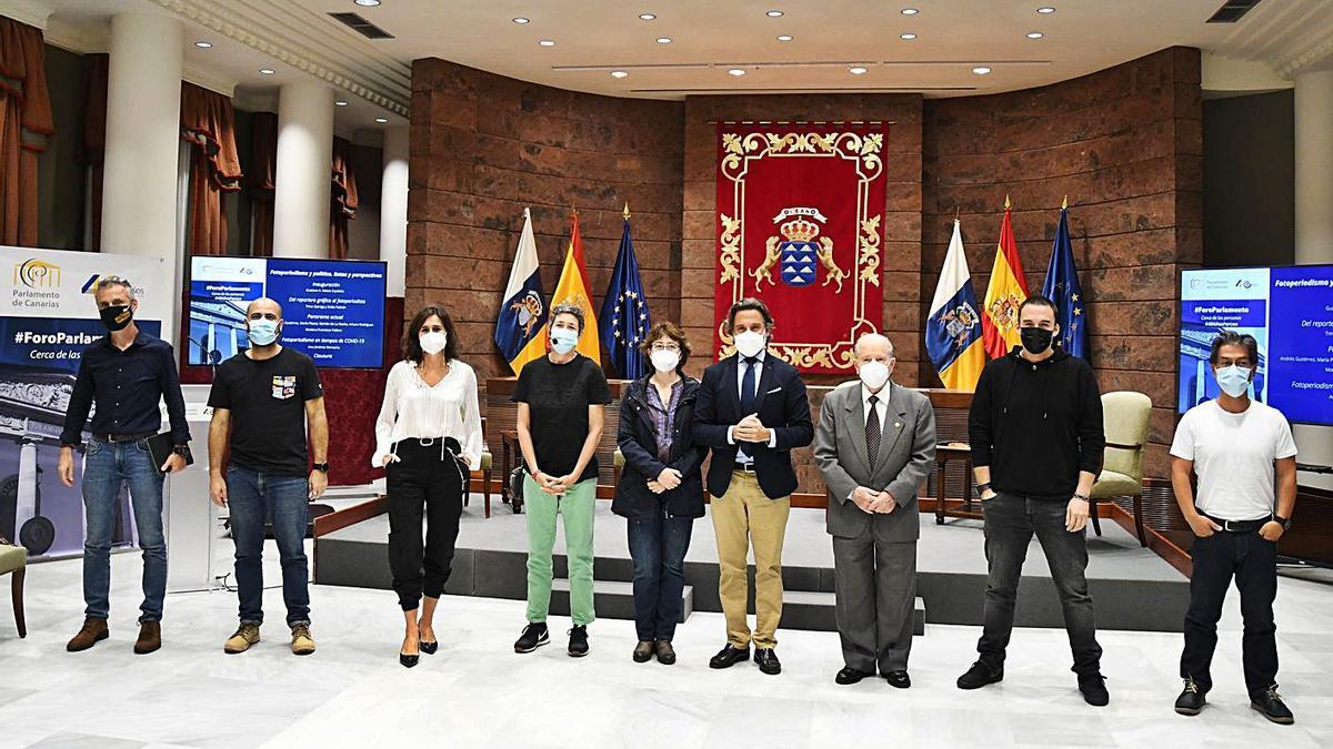 De izquierda a derecha, Fran Pallero, Arturo Rodríguez, Delia Padrón, María Pisaca, Sonia Moreno, Gustavo Matos, Trino Garriga, Andrés Gutiérrez y Ramón de la Rocha.  |  RAFA AVERO