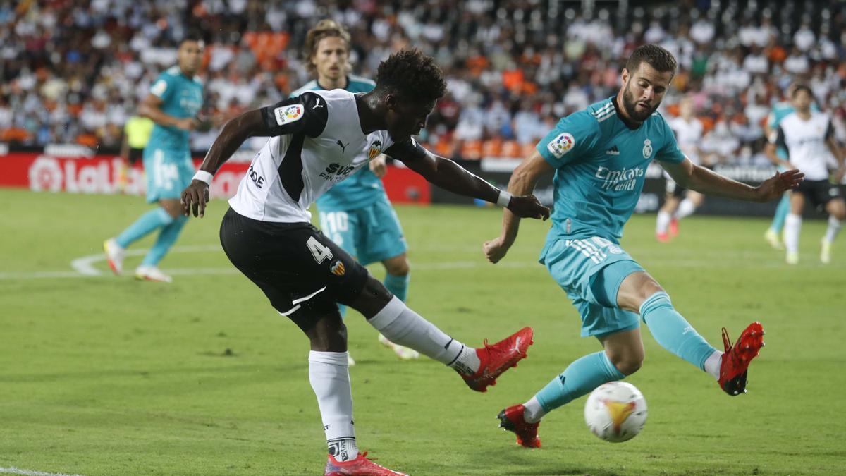 Yunus disparando contra el Real Madrid