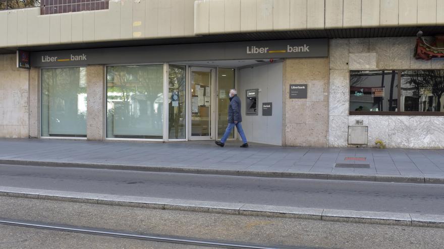La CNMC autoriza la fusión de Liberbank y Unicaja, pero ve amenazas para la competencia en Cáceres
