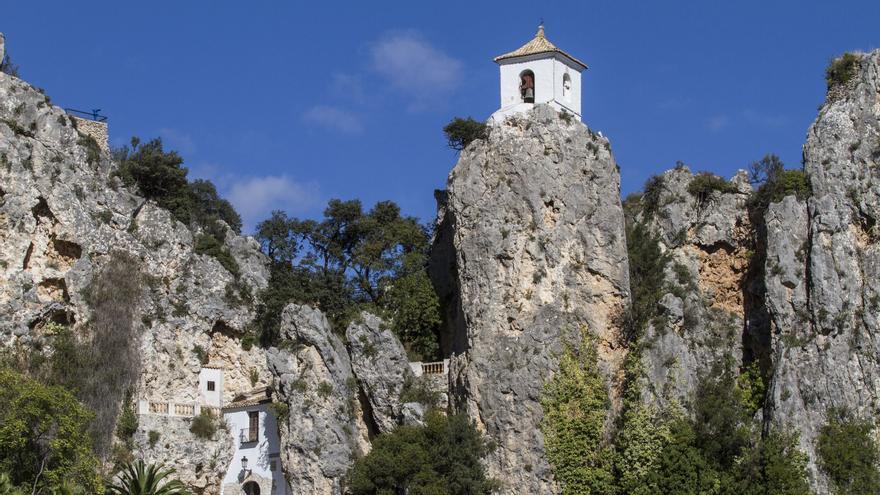 Guadalest: Disfruta de estas rutas senderistas en un entorno único