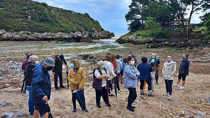 """Vecinos de Hontoria (Llanes) exigen mejoras en la playa """"este mismo verano"""""""