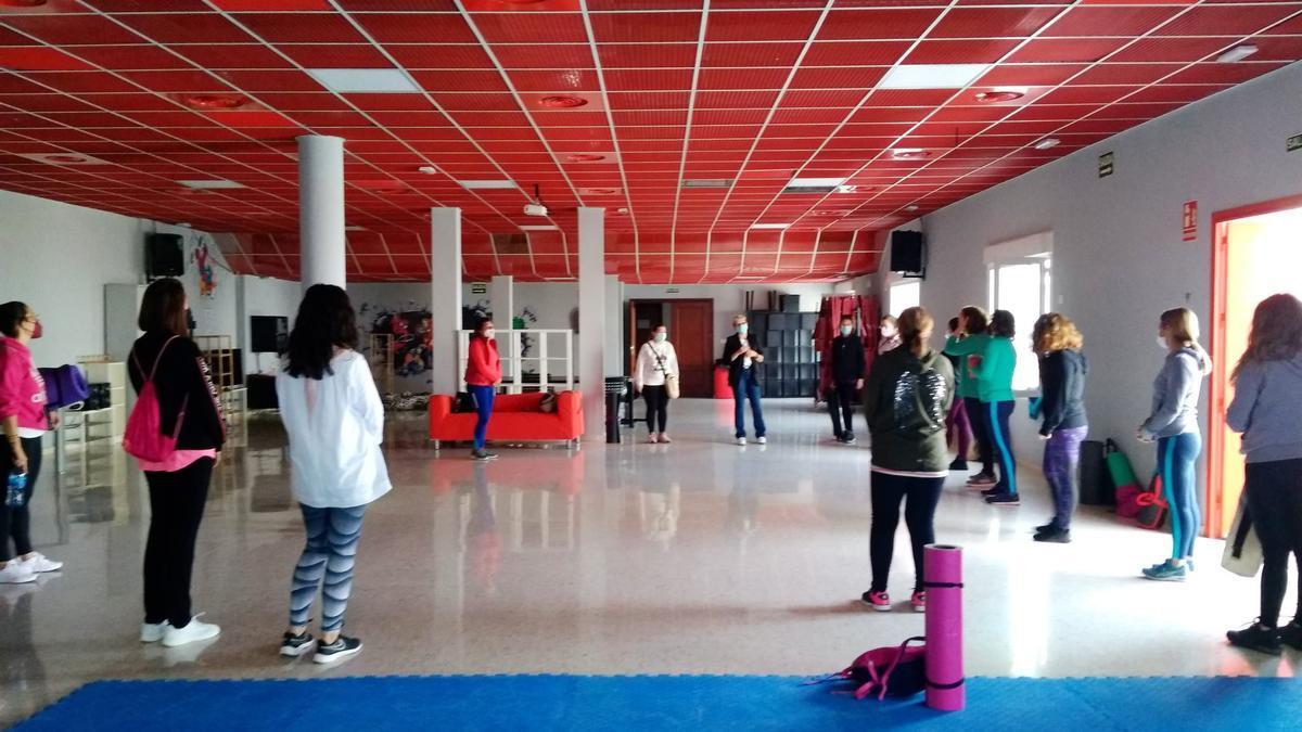 Grupo de participanes en el taller de meditación y danza