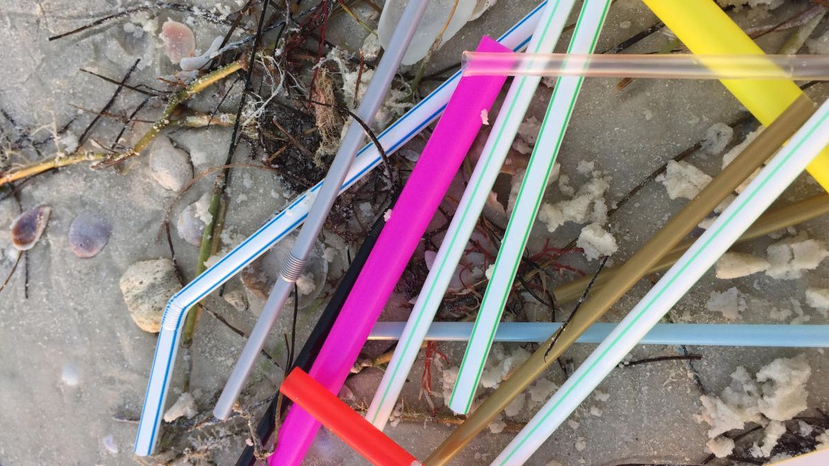 Hallan microplásticos en el agua o en el aire.