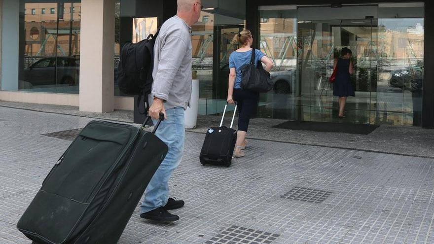 Los hoteleros insisten en su rechazo a la tasa turística