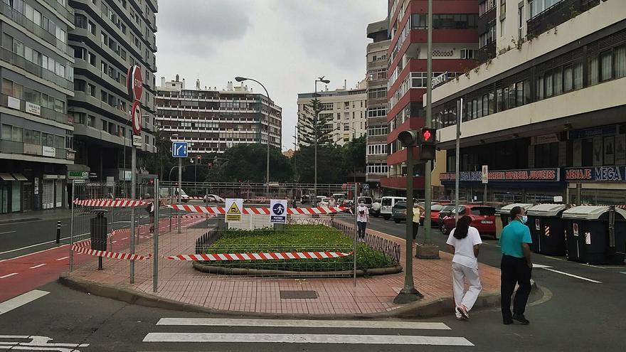 Vallas para la obra del intercambiador de guaguas de Concepción Arenal.