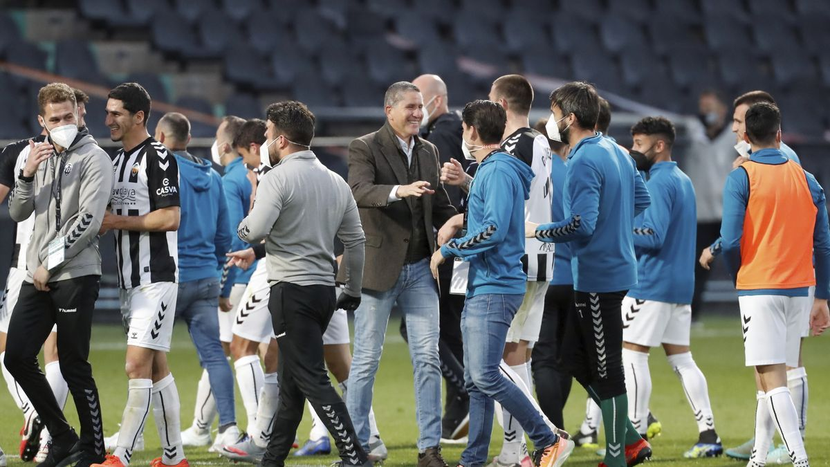 El Castellón celebra la victoria contra el Oviedo, que confirma la tendencia ascendente de los albinegros.