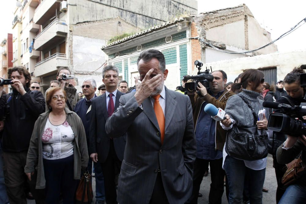 2010. Alfonso Grau asiste al derribo de una vivienda y a las cargas policiales. F. Montenegro