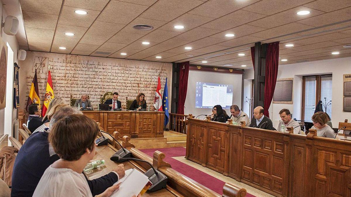 Una de las últimas sesiones plenarias presenciales celebradas en en el Ayuntamiento de Benavente.