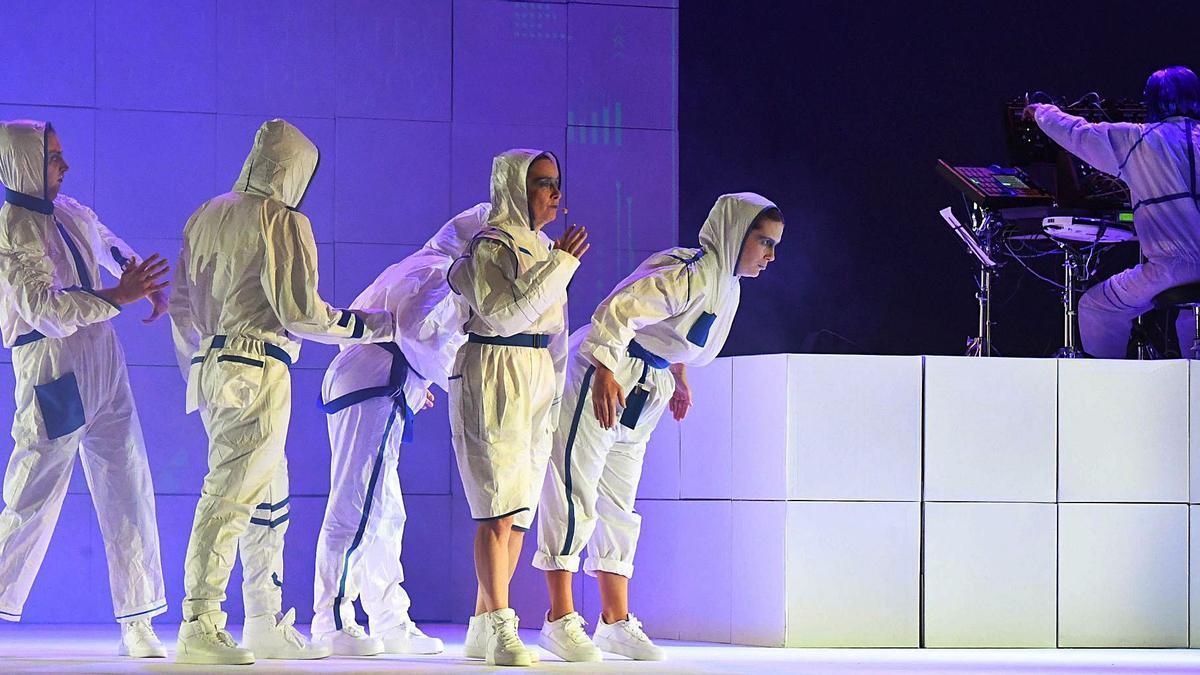 Momento da gala dos premios María Casares no teatro Rosalía de Castro.     // CARLOS PARDELLAS