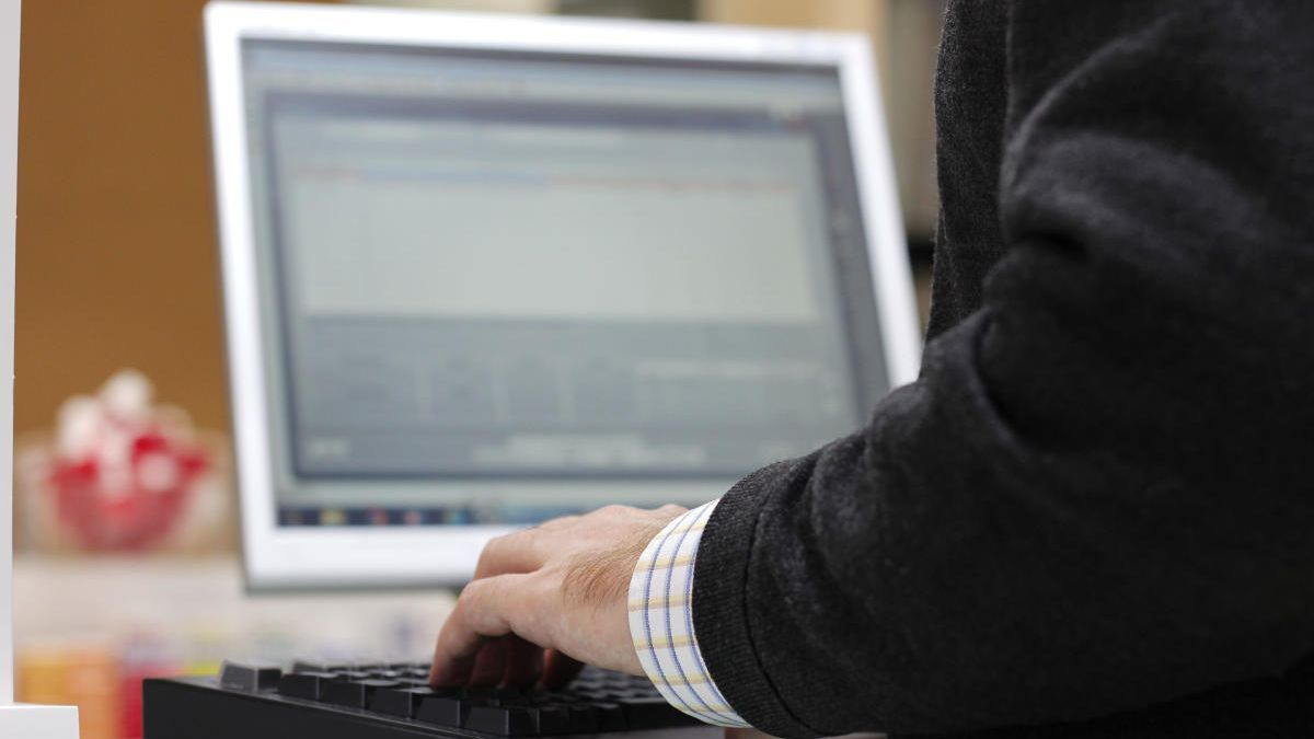 Detenido un hacker de 16 años por varios ciberataques a aplicaciones sanitarias