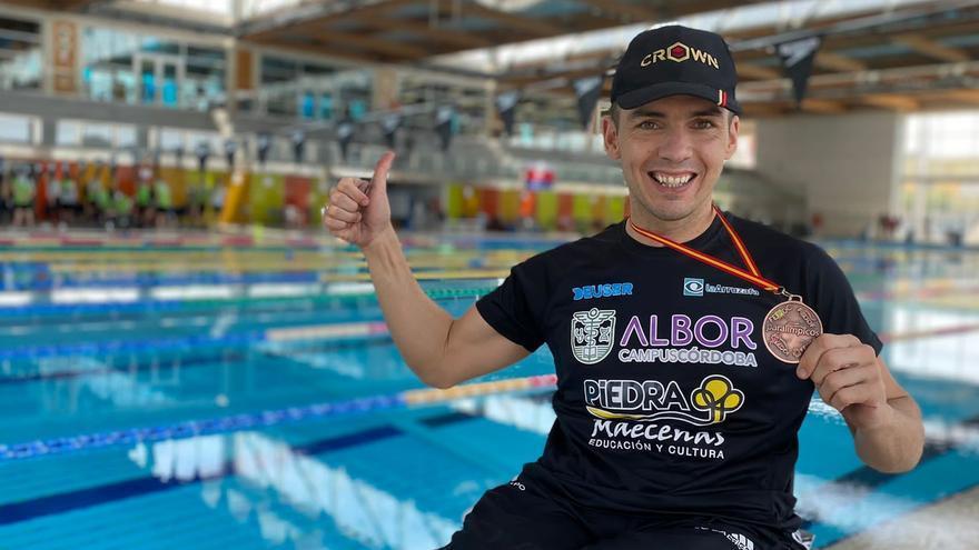 Francisco Salinas logra tres medallas en el Campeonato de España de natación adaptada