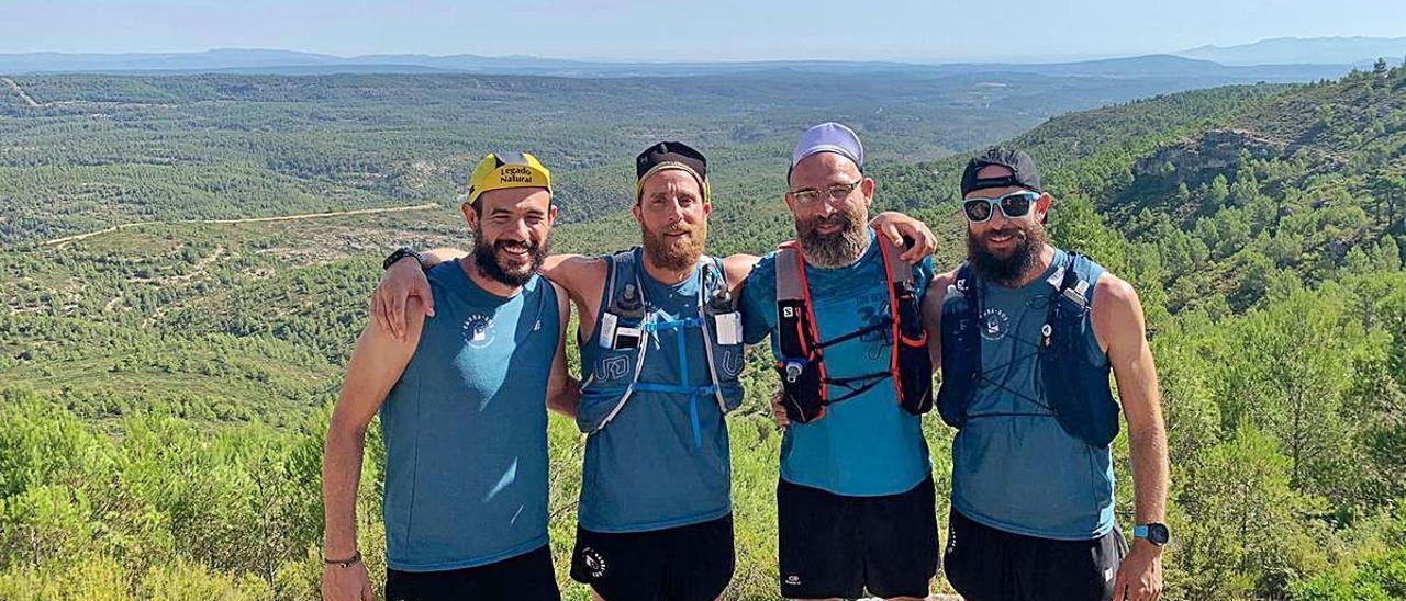 Almendros y García López, junto a otros acompañantes ayer en la sierra de Enguera.