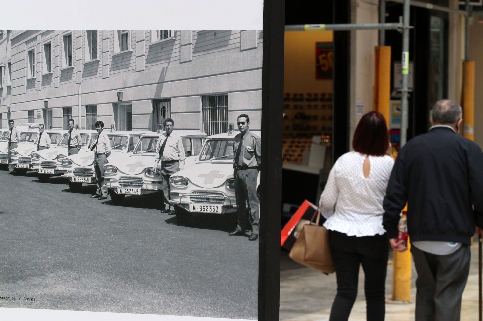 Exposición por el aniversario del Hospital Regional de Málaga en la calle Larios