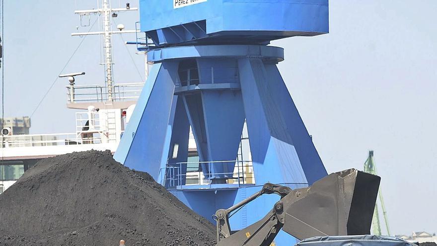 El Puerto urge el tren para captar nuevos tráficos tras caer los graneles sólidos un 45% en tres años