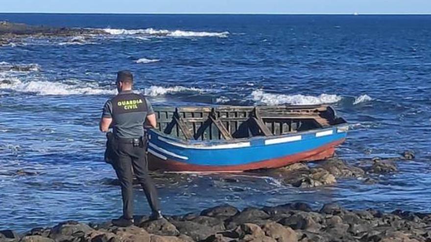Llega una patera a la costa de Famara