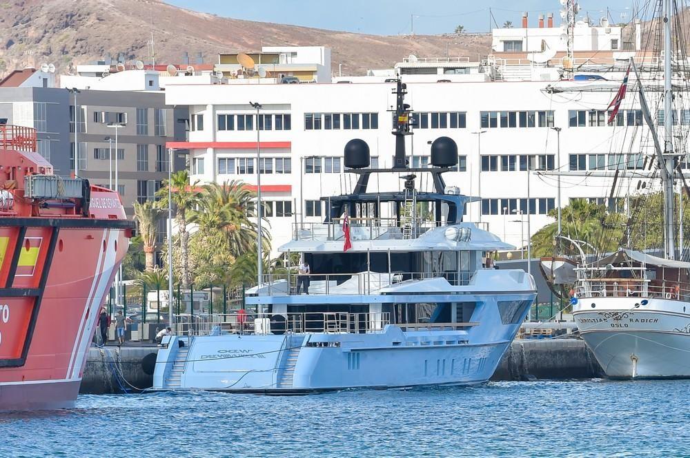 El megayate 'Ocean Dreamwalker III' atraca en La Luz.