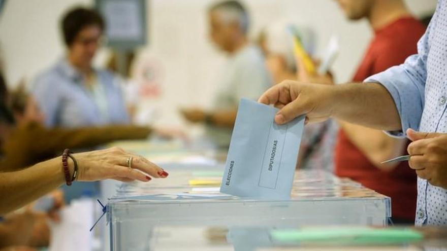 La participación en Canarias avanza en las europeas mientras el resto caen