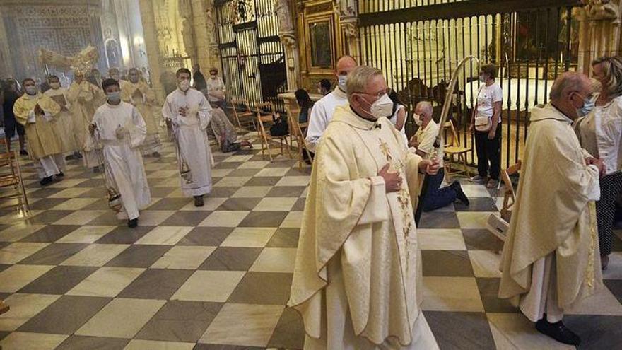 La cúpula de la Iglesia de Murcia se vacunó haciéndose pasar por capellanes
