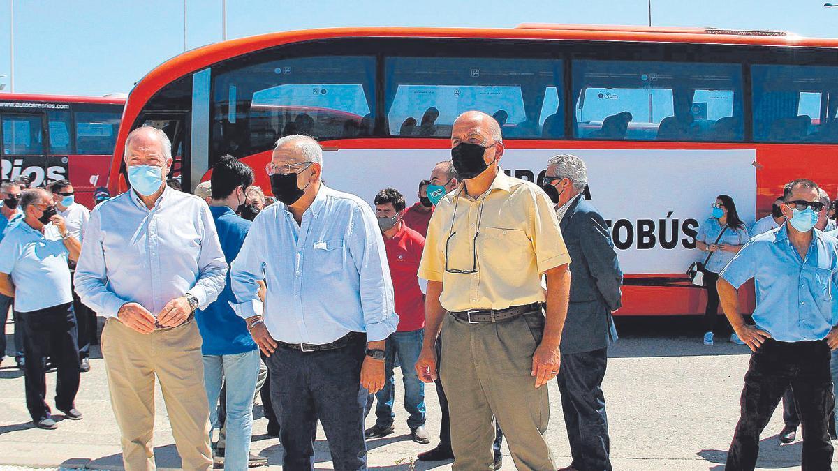 Las empresas de transporte concentran 200 autobuses en una concentració en la Froet.