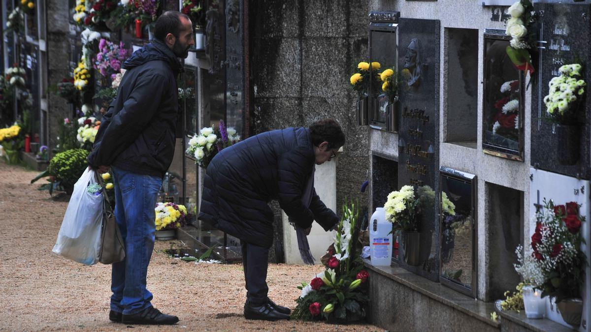 Una imagen del Día de Difuntos del año pasado en el cementerio municipal de Rubiáns.