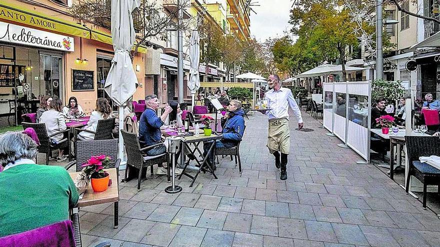 Vecinos y restauradores apoyan la  limitación de bares del Plan General