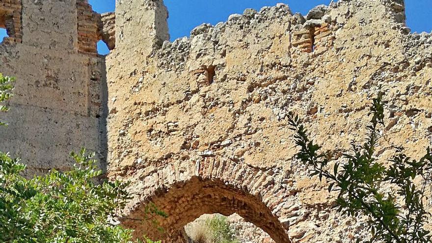 Comienza la consolidación  de las murallas que envuelven el Castell de Corbera