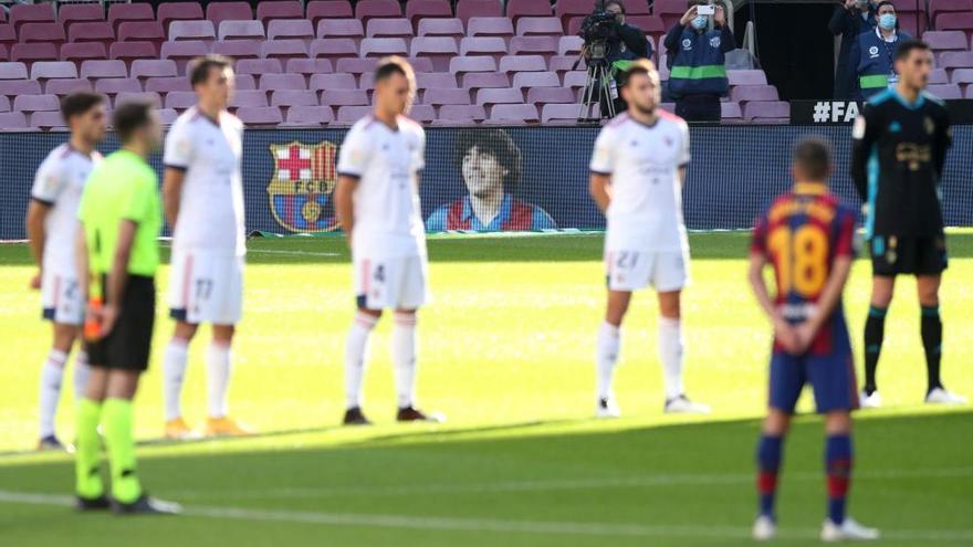El Barça golea a Osasuna y Messi homenajea a Maradona