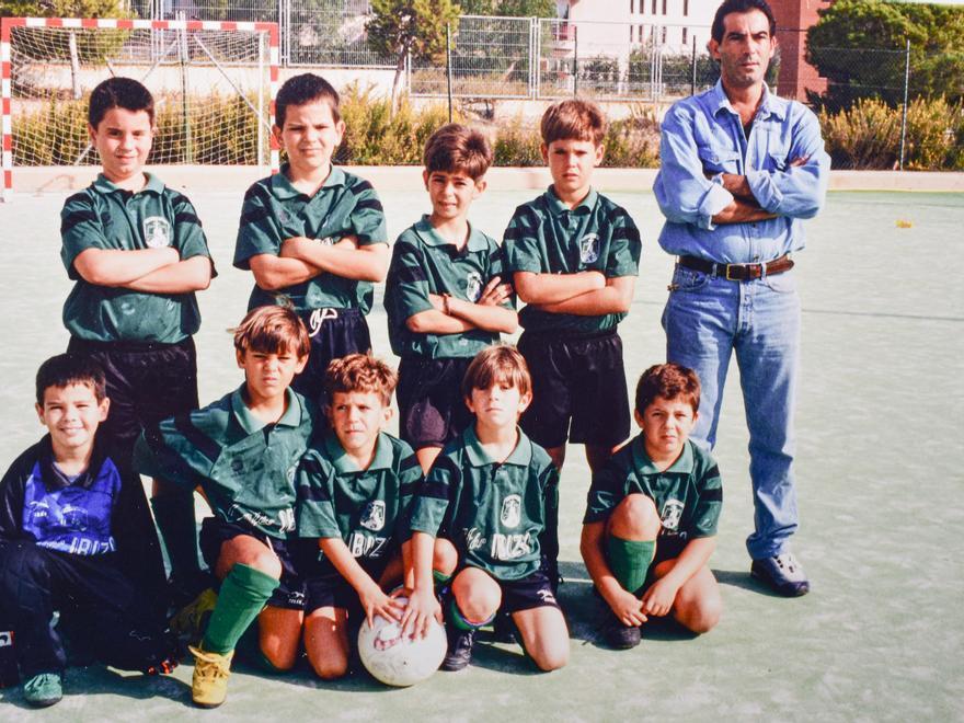 Sant Jordi benjamín de fútbol sala, en pista Can Misses. Liga 97-98.