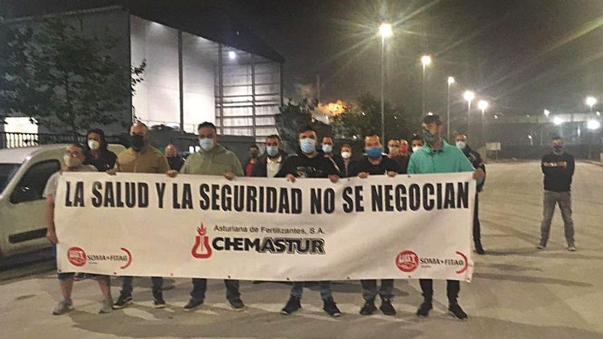 La huelga de Chemastur paraliza la fábrica cuatro horas por turno