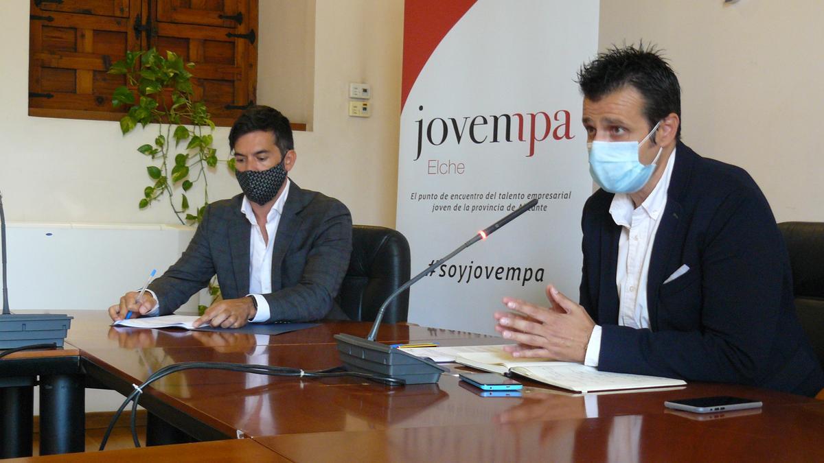 Firma del convenio entre el Ayuntamiento de Elche y Jovempa