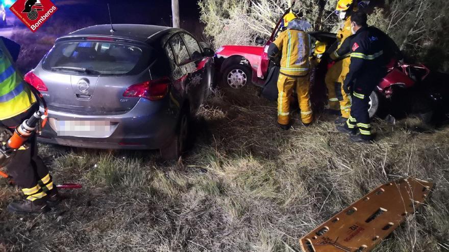 Un conductor queda atrapado en el interior de su vehículo tras impactar contra un jabalí en la carretera que enlaza Alcoy con Banyeres