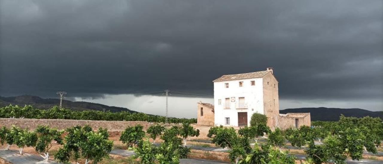 La tormenta que dejó luvia y granizo el 30 de agosto a su paso por el término municipal de Cotes. | FERMÍN GARCÍA