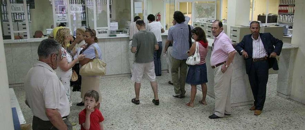 Colas en la oficina de recaudación municipal de Ourense. // Iñaki Osorio