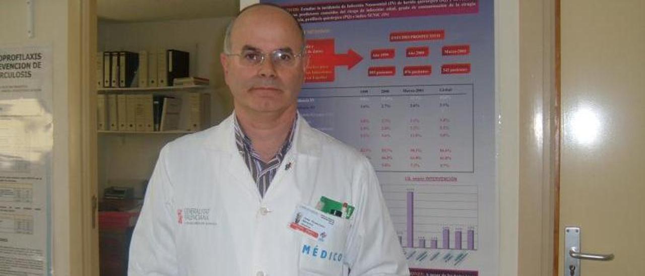 Juan Francisco Navarro, en el Hospital General de Elche.