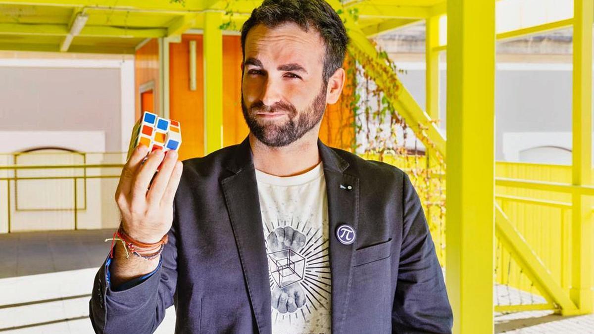 Santiago García Cremades es popular en redes sociales por sus predicciones.