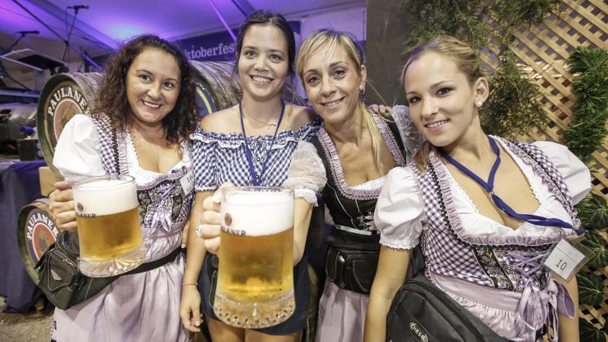 Oktoberfest auf Mallorca: Auf eine Maß Bier im Pueblo Español