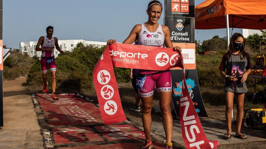 Susana Sevillano, de la AD Ibiza Half Triathlon, se hace con la victoria en la Artiem Half Menorca