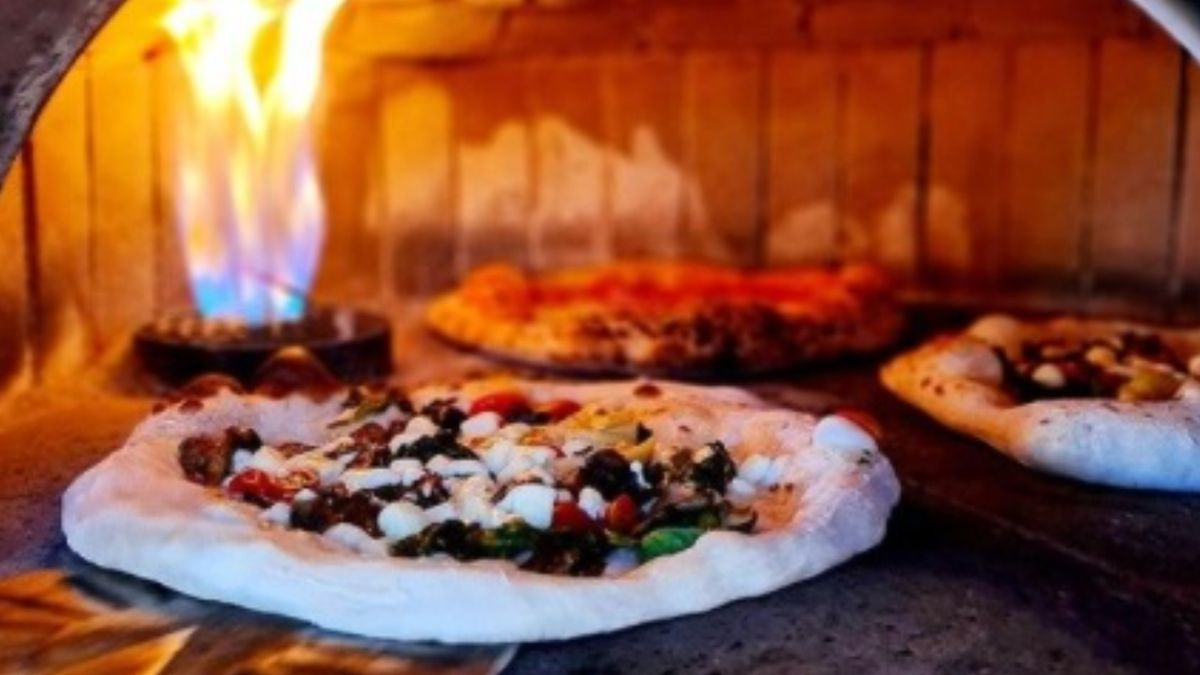 Pizzas from Oro di Napoli pizzeria