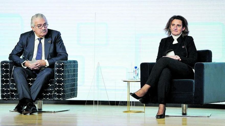 Teresa Ribera calcula que la tarifa  eléctrica subirá este mes de 4 a 10 euros