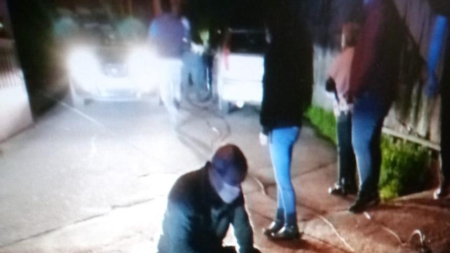 Un moañés herido al caerle un poste de teléfono encima