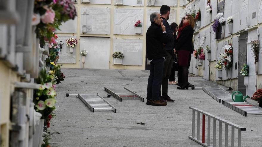 El Día de Todos los Santos lleva hoy a los coruñeses a los cementerios de la ciudad